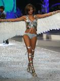 th_10465_Selita_Ebanks_2008_Victorias_Secret_Fashion_Show_Runway_14_122_1101lo.jpg