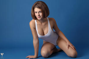 http://img151.imagevenue.com/loc368/th_365100565_tduid300163_silver_angels_Sandrinya_I_whiteswimwear_1_070_122_368lo.jpg