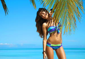 http://img151.imagevenue.com/loc478/th_936746365_UploadedByKurupt_Clara_Alonso_Baku_Swimwear_2011_25_122_478lo.jpg