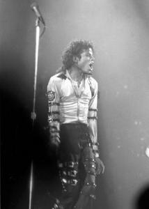 BAD TOUR VARIOUS  Th_54104_Michael_Jackson_1_122_54lo