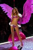 th_20357_Ana_Beatriz_Barros-Victorias_Secret_Fashion_Show_2005-11-09-2005-Ripped_by_kroqjock-HQ6_122_627lo.jpg