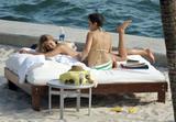HQ's are up..... - HQs of Jennifer Aniston in Miami Beach, FL..... Foto 611 (Штаб являются до ..... - Штаб-квартира Дженнифер Анистон в Miami Beach, FL ..... Фото 611)